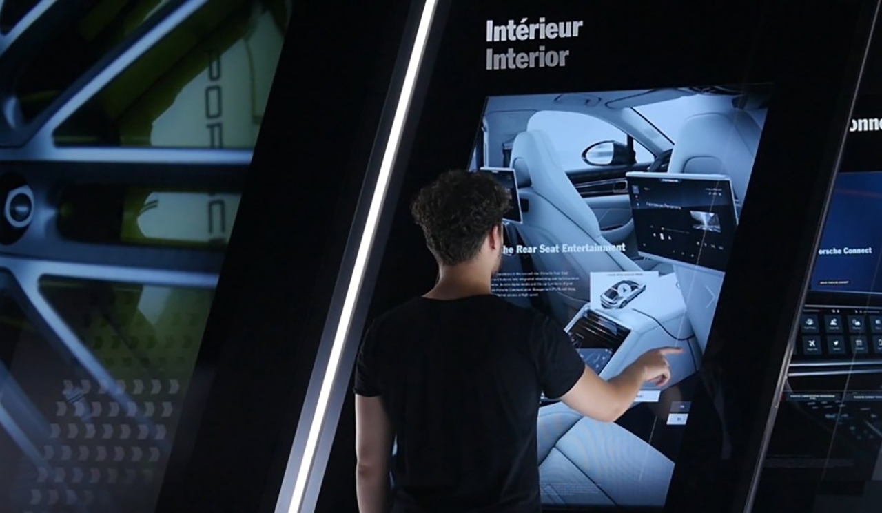 05_1_porsche_Interactive_exhibits_installations